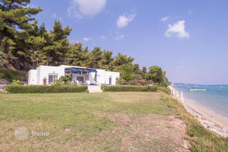 Property for sale in Chalkidiki. Comfortable and stylish private house, with magnificent views of the sea, located a stone 's throw from the beach, Kassandra peninsula