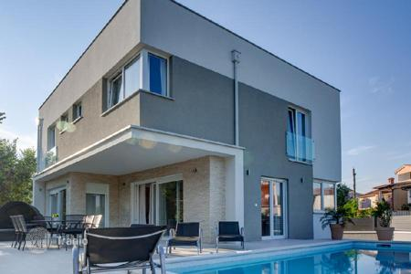 Houses for sale in Fažana. House Modern Villa 200m From Sea!