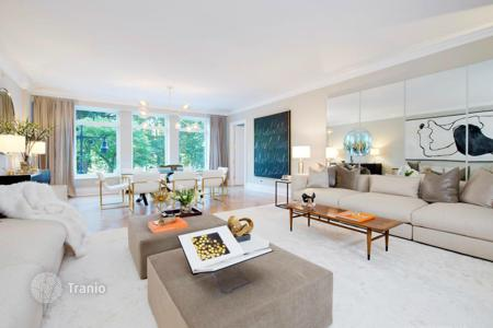 Apartments With Pools For Sale In Upper West Side Buy Flats With Swimming Pools In Upper West Side