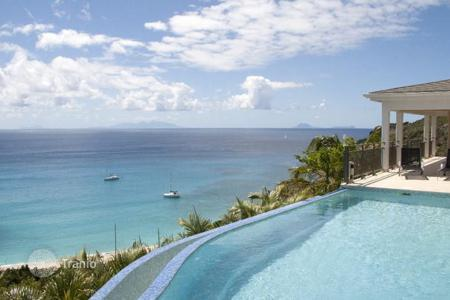 Houses with pools by the sea for sale in Saint Barthelemy. Exclusive area with an amazing ocean view over Gouverneur beach and islands. Villa ideally located close to the beach
