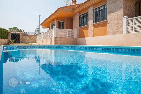Cheap houses with pools for sale in Montroi. Villa – Montroi, Valencia, Spain