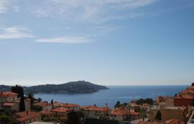3 bedroom houses for sale in Côte d'Azur (French Riviera). Two-storey villa with a terrace and a beautiful view of the city and the sea, Villefranche-sur-Mer, France