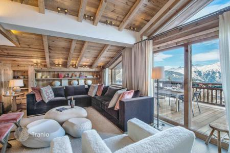 Chalets for rent in French Alps. Five-storey chalet with an elevator, a pool, a gym, terraces and a jacuzzi, with access to the slope, in the center of Courchevel, France