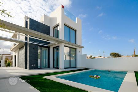 3 bedroom houses for sale in Spain. Villa with private pool 150 meters from the sea in Torrevieja