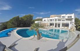 Luxury 5 bedroom villas and houses to rent in Ibiza. Villa with sea views for rent in a quiet area, 15 minutes from Ibiza and Platja d'en Bossa