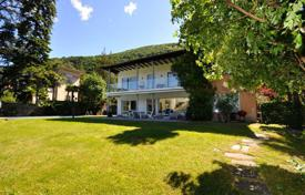 Property to rent in Ticino. Luxury villa with a pier on Lake Lugano, Bissone, Switzerland
