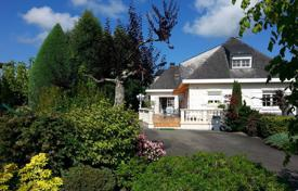 Residential for sale in Occitanie. Spacious villa with a beautiful garden and mountain views, five minutes drive from the city center, Lourdes, France