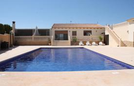Property for sale in El Pinós. Spacious villa with a pool and a terrace, Pinoso, Spain