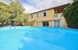 Residential for sale in Le Cannet. Villa – Le Cannet, Côte d'Azur (French Riviera), France