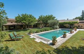 Property for sale in Bouches-du-Rhône. Saint-Rémy de Provence — Charming farmhouse