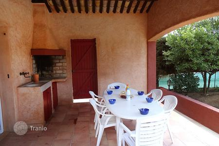 Property to rent in Cogolin. Detached house – Cogolin, Côte d'Azur (French Riviera), France