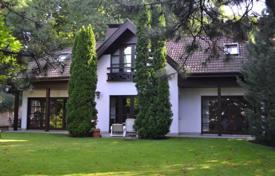 Luxury houses for sale in Hungary. Presentable house with a swimming pool and a picturesque garden in Budapest, Hungary