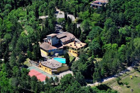 Luxury houses for sale in Sarteano. Countryside hotel with pool in Sarteano