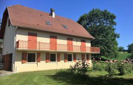 Property for sale in Pas-de-Calais. Spacious villa with a garden, a separate apartment and an outbuilding, 5 minutes drive from Orthesis, Pas-de-Calais, France