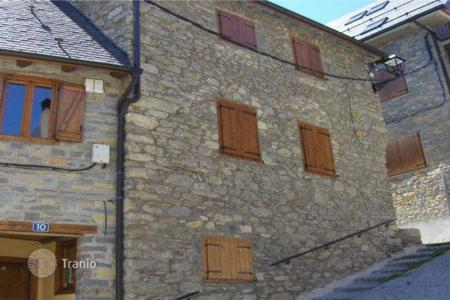 Foreclosed 3 bedroom houses for sale in Lleida. Villa – Lleida, Catalonia, Spain