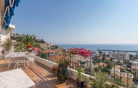 3 bedroom apartments for sale in Nice. Splendid top floor apartment with panoramic sea view