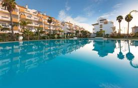 Apartments from developers for sale in Mijas. Exclusive apartments and penthouses of 1 and 2 bedrooms in first line of the field of 18-hole golf course in La Cala de Míjas