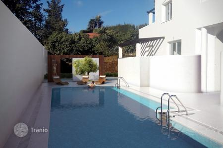 Cheap apartments with pools for sale in Marbella. Apartment for sale in Nueva Andalucia