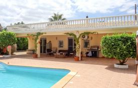 Property for sale in Algoz. 3 Bed Country House with Pool, Large Plot and Orange Orchard, near Algoz