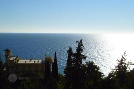 Luxury houses with pools for sale in Alassio. Villa – Alassio, Liguria, Italy