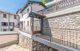 2 bedroom houses for sale in Italian Lakes. Two-storey house with a garden and a view of the lake in the ancient town of Rovenna, Cernobbio, Italy