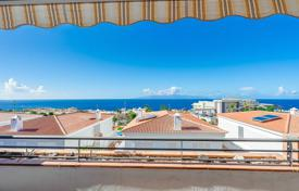 One-bedroom furnished penthouse with ocean views in Santa Cruz de Tenerife, Spain for 175,000 €