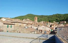 Townhouses for sale in Perugia. Prestigious palace in the heart of Paciano, Umbria