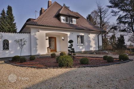 4 bedroom houses for sale in Germany. Luxury house in traditional style near to Frankfurt