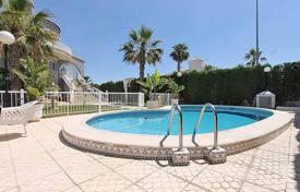 5 bedroom houses for sale in Costa Blanca. Orihuela Costa, Villamartin. Villa of 230 m² built with plot of 800 m². Property consists of 5 bedrooms, 3 bathrooms