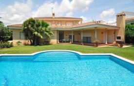 Luxury houses with pools for sale in Costa Dorada. Three-storey villa with a swimming pool, Cambrils, Spain