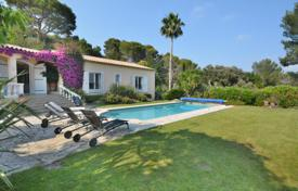 Houses for sale in France. Cozy villa with a swimming pool, terraces and sea views, close to the beach, Golf Juan, Vallauris