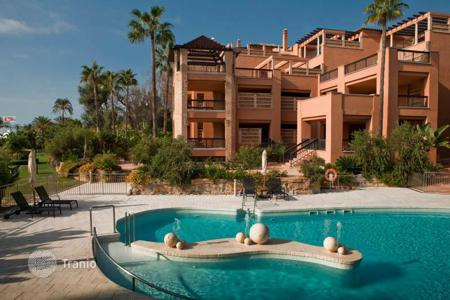 Apartments with pools to rent in Europe. Luxury duplex on the beachfront in Puerto Banus