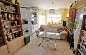 1 bedroom apartments for sale in Torremolinos. This beautiful apartment is located on the first beach line in Los Alamos, very close from different restaurants, bars and shops