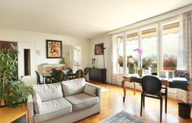 3 bedroom apartments for sale in Ile-de-France. Paris 17th District – A spacious 4-room apartment