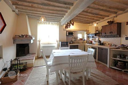 Apartments for sale in Tuscany. Prestigious residence for sale in the heart of the beautiful town of Cetona (SI) — Tuscany