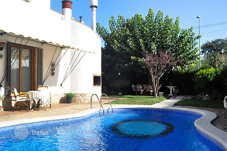 Villas and houses with pools to rent in Catalonia. Detached house - Tordera, Catalonia, Spain