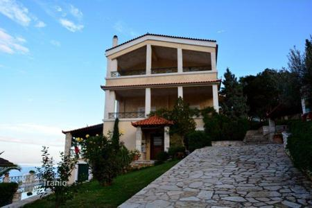 Coastal residential for sale in Peloponnese. Furnished villa in Peloponnese, Greece. Just 400 meters from the beach, garden, swimming pool, parking