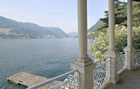 Luxury 5 bedroom houses for sale in Italian Lakes. Luxury villa with private dock and dock at the border town of Como and Blevio