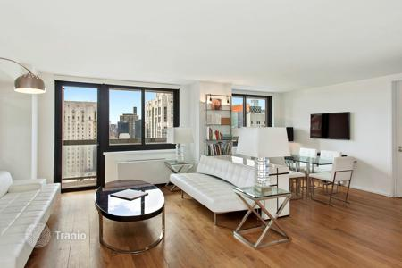 Luxury 1 bedroom apartments for sale overseas. The apartment overlooking the East River