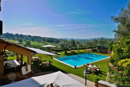 Luxury houses with pools for sale in Lazio. PRESTIGIOUS VILLA FOR SALE IN LAZIO, POGGIO CATINO