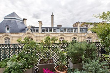 Luxury 4 bedroom apartments for sale in 8th arrondissement of Paris. Apartment with terrace, in a prestigious residence, in Paris 8th, Ile-de-France, France