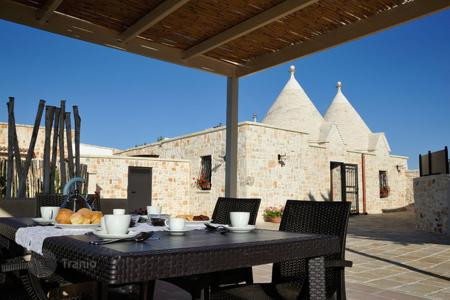 Villas and houses for rent with swimming pools in Apulia. Trullo San Martino