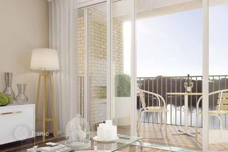 Apartments for sale in the United Kingdom. Two-bedroom apartment in London, Great Britain. Balconies, terraces, panoramic views of the nature reserve and the city