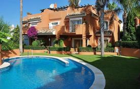 Townhouses for sale in Costa del Sol. Comfortable town house with a private garden, a parking and terrace in a residential complex with a pool and a garden, Marbella, Spain