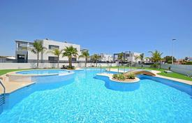 Townhouses for sale in Spain. Modern townhouses near the beach La Mata in Aguas Nuevas, Torrevieja