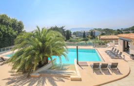 Luxury property for sale in Le Cannet. Neo-Provincial style villa with 5 bedrooms on the hills of Le Cannet