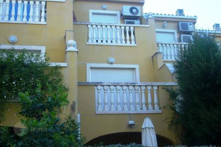 Coastal townhouses for sale in Denia. Townhouse of 4 bedrooms with communal pool, chimney and terrace in Denia