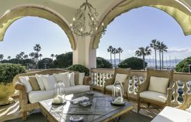 Luxury 5 bedroom apartments for sale in France. Cannes — Croisette — Exceptional apartment