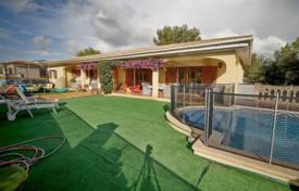 5 bedroom houses for sale in Majorca (Mallorca). Comfortable villa with a private garden, a pool and a garage, Cala Vinyas, Spain