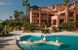 Apartments for rent with swimming pools in Andalusia. Luxury duplex on the beachfront in Puerto Banus